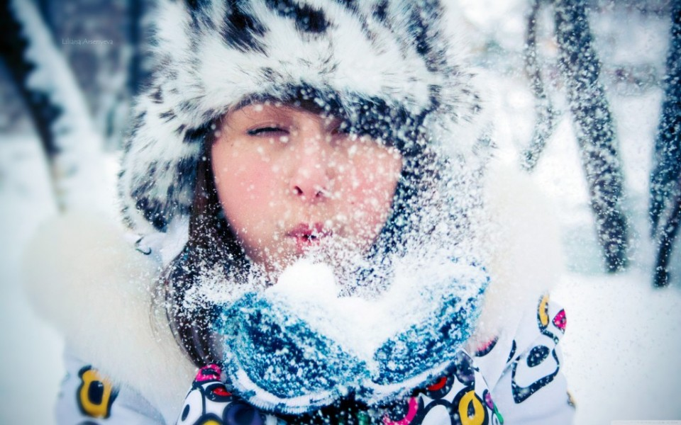 Girl-With-Winter-Hat-1024x640