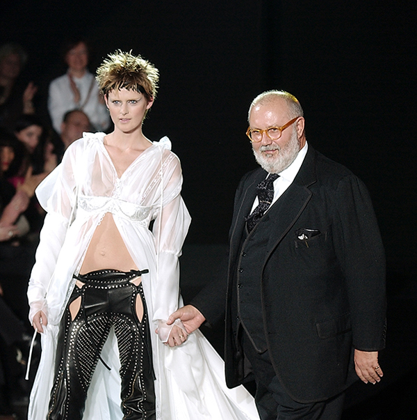 Gianfranco Ferre' Autumn/Winter 2003-2004 Fashion Show