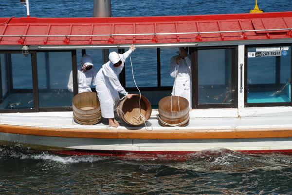 Ныряльщицы Ама, за жемчугом ныряют в Японии именно женщины.