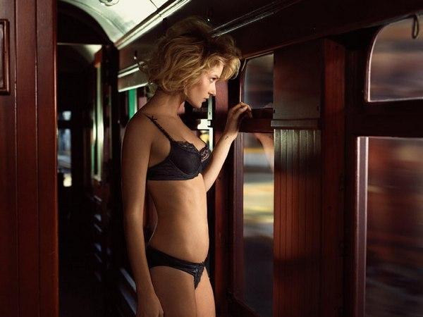 Рекламная кампания Elle Macpherson Intimates Winter in Paris 2013