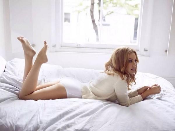 Kylie-Minogue-Sloggi-Photoshoot-2