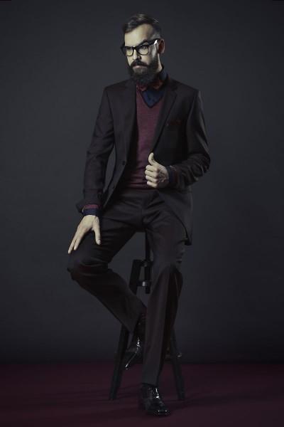 punakas-pruun ülikond