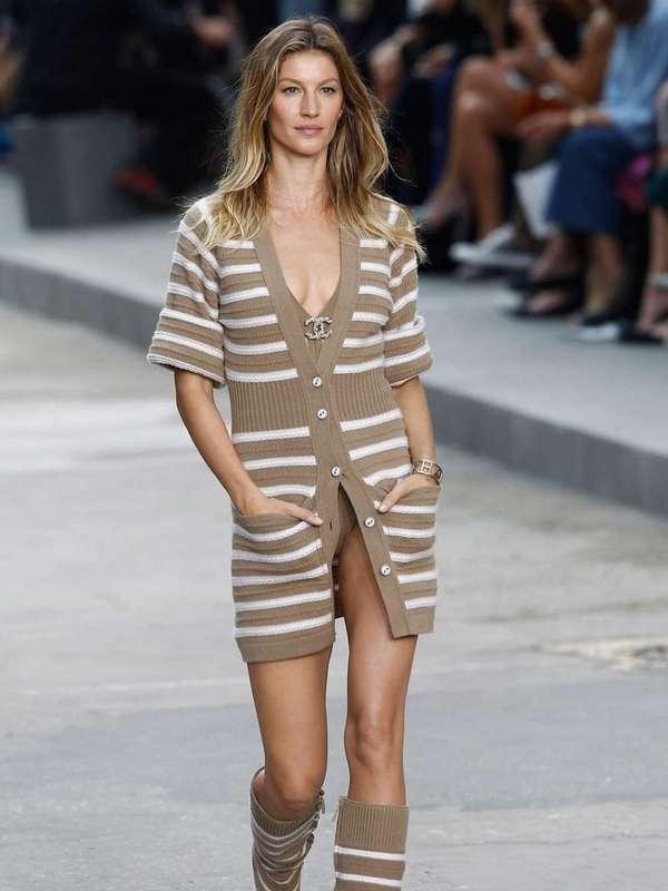 Gisele-Bundchen--Chanel-Catwalk-Fashion-Show-2015--01
