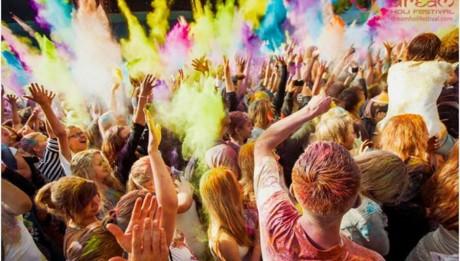 Фестиваль красок на Певческом поле