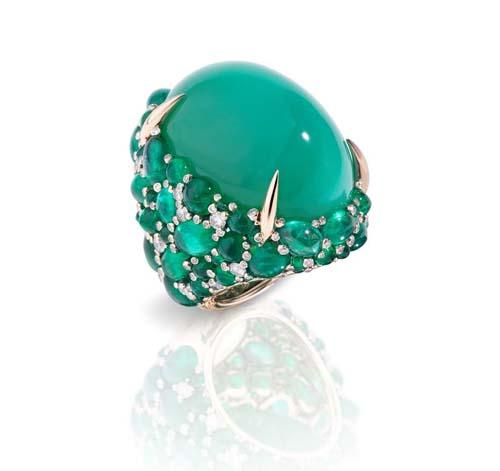 Pomellato  золотое кольцо Pom Pom с центральным хризопрасом, в сочетании с изумрудами и бриллиантами