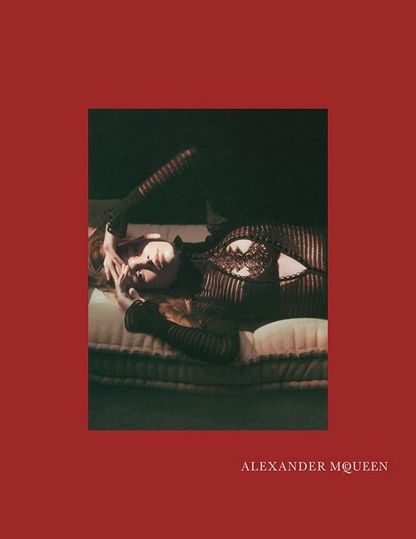 alexander-mcqueen-fall-campaign-julia-van-os