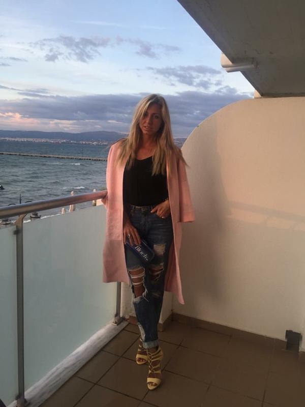 Катерина Да Коста из Греции в пальто