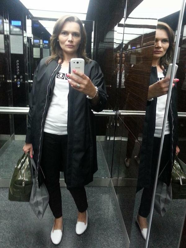 Юлия из СПБ в футболке