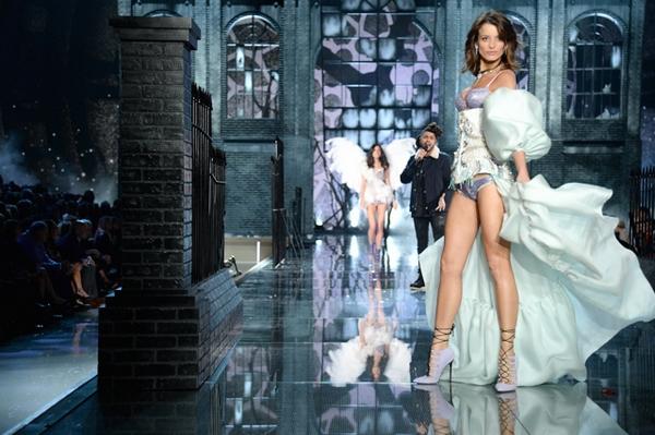 2015 Victoria's Secret Fashion Show - Show