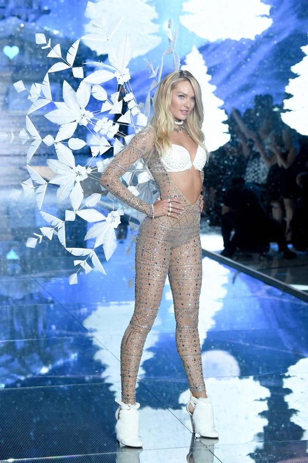 2015 Victoria's Secret Fashion Show - Runway