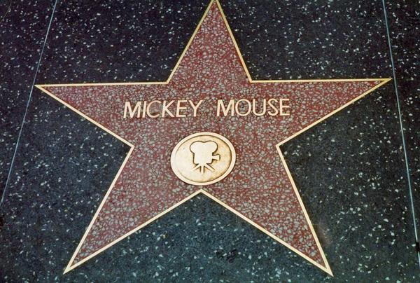 Звезда Микки Мауса на Аллее славы в Голливуде