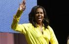 Модные эксперименты: Мишель Обама надела ботфорты-чулки Balenciaga сглиттером
