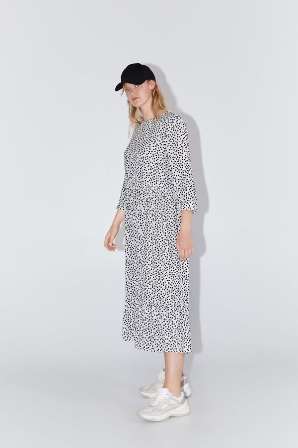 Доступно платье всех размеров на сайте zara.com, стоимость 49,95 EUR