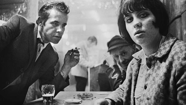 Lilly, Rose och Ärret, Café Lehmitz © Anders Petersen v2